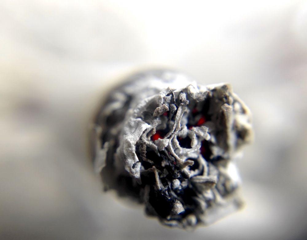 cigarette 1270516 1280