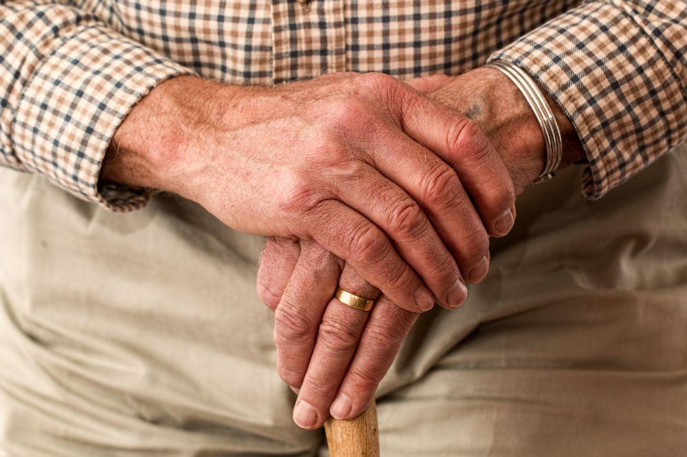 hands 981400 1280