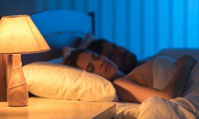 Mujeres que duermen con luz prendida son más propensas a sufrir sobrepeso