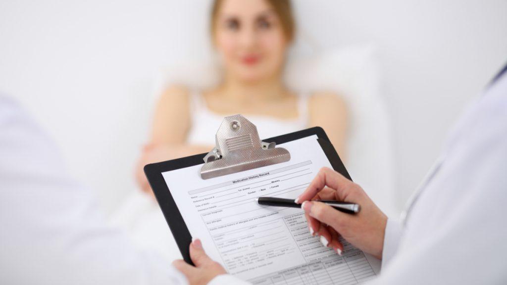 ¿Qué sanciones jurídicas pueden haber si no diligencia adecuadamente la historia clínica de sus pacientes?