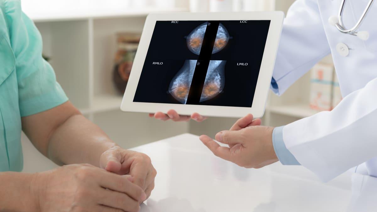 Trastuzumab deruxtecán en cáncer de mama metastásico HER2-positivo