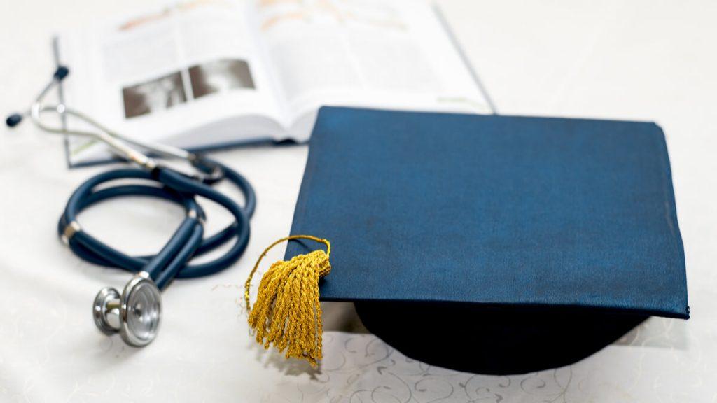 Se acelerará la convalidación de títulos educativos en el sector salud