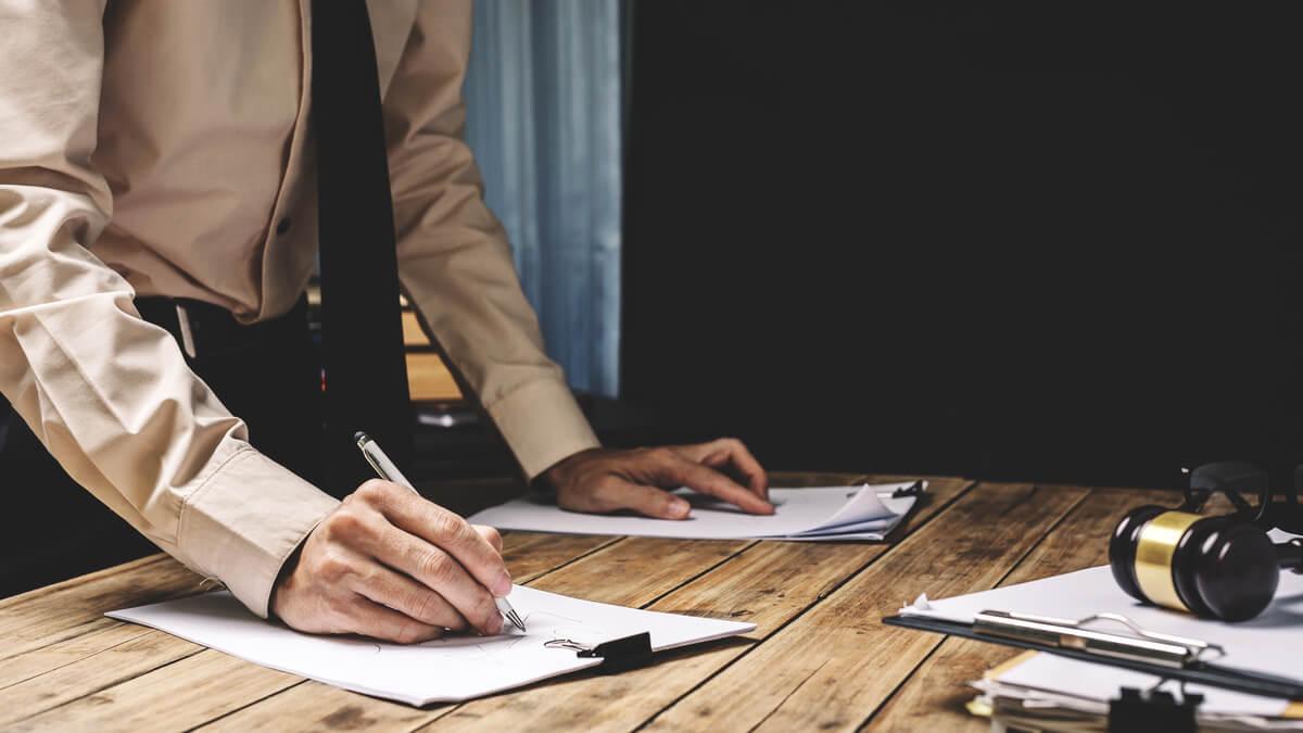 Se prohíbe a los empleadores obligar a tomar licencias no remuneradas