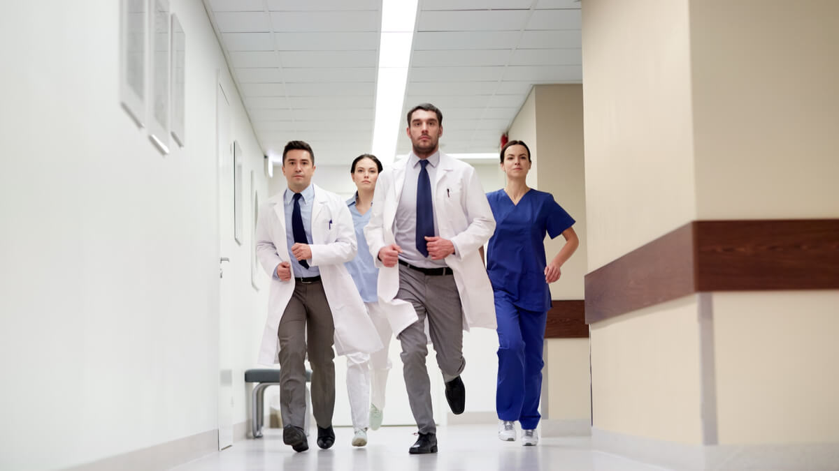 Estas son las fases del llamado de emergencia al personal de salud por Covid-19