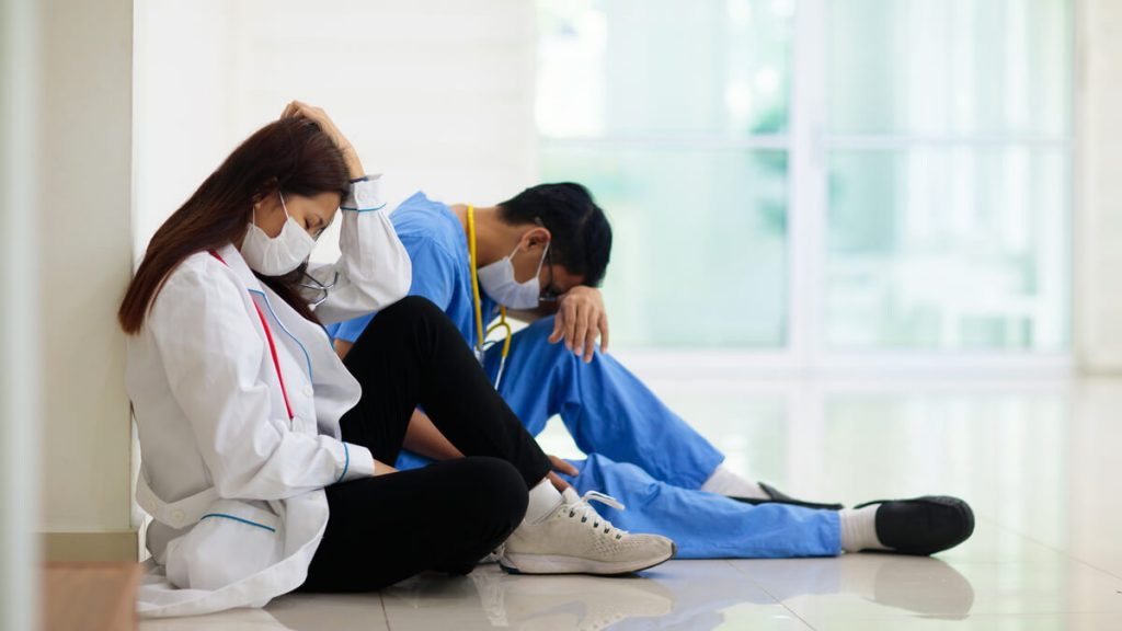 Gremios médicos denuncian abandono del Gobierno Nacional