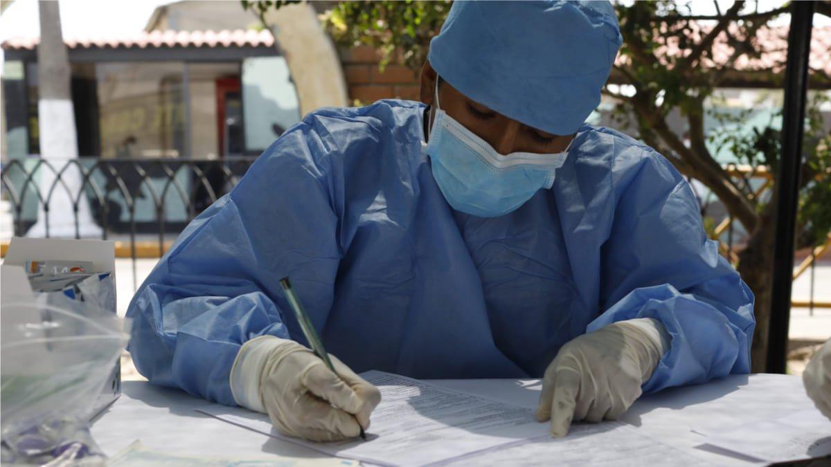 Abren convocatorias en Perú a profesionales de la salud
