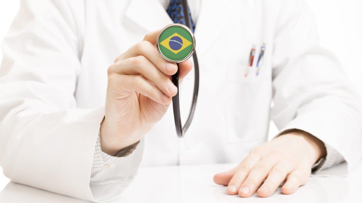 Bolsonaro anula ley de compensación económica a médicos que atiendan Covid-19