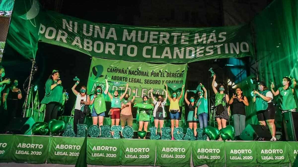 Despenalizan el aborto en Argentina en jornada histórica