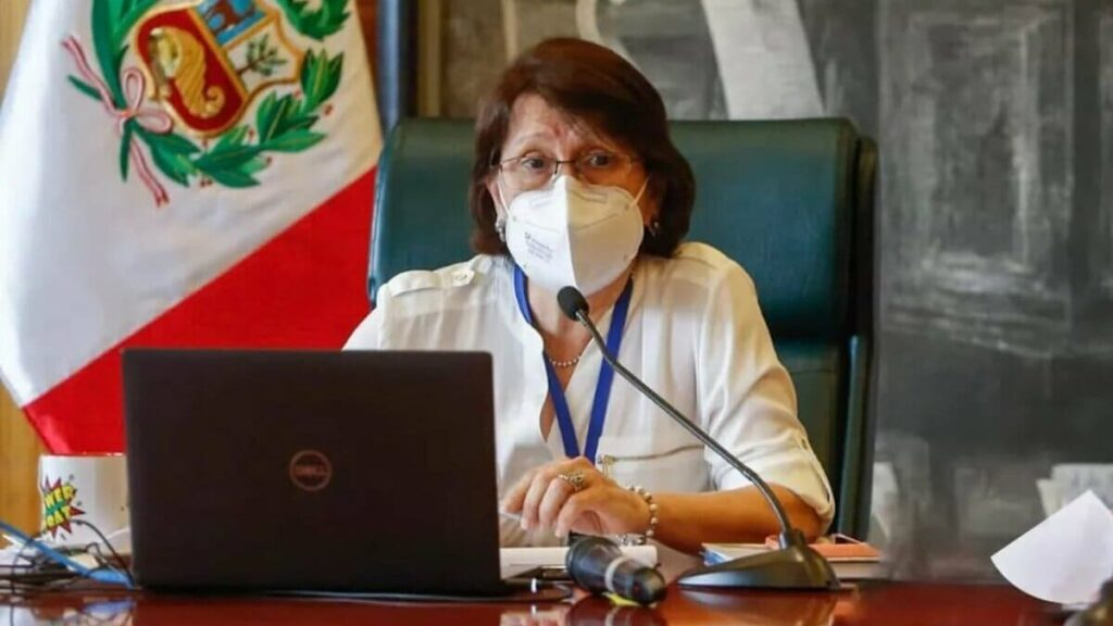 Dimite ministra de salud de Peru