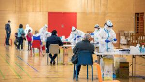5 obstáculos del COVAX para realizar una vacunación masiva
