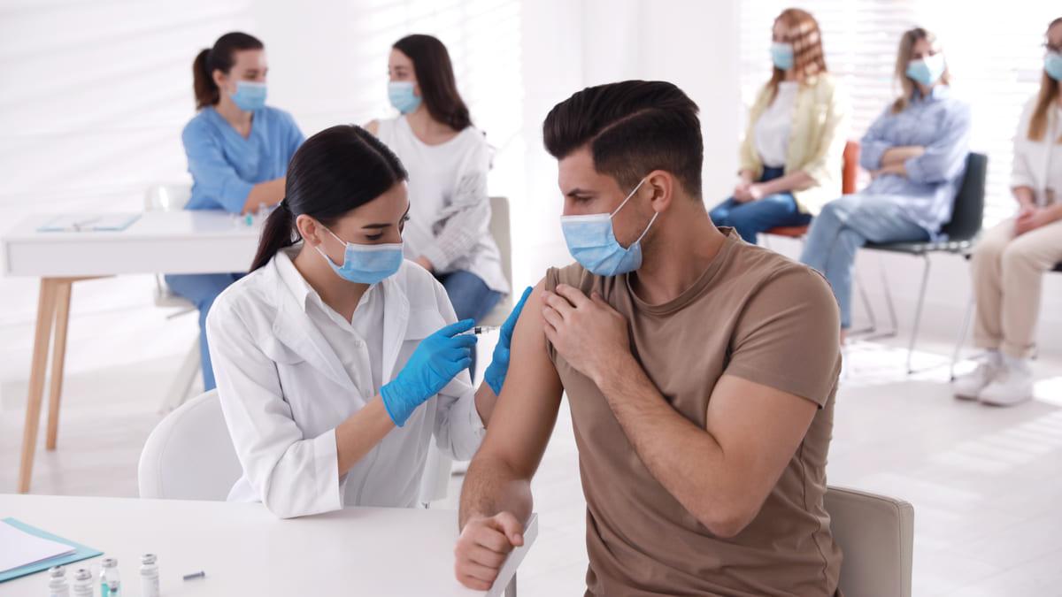 Jovenes universitarios vacunacion Bucaramanga