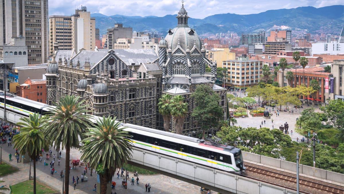Medellin habilito vacunacion metro Acevedo