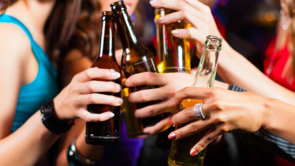 consumo alcohol asociado 4% casos cancer mundo