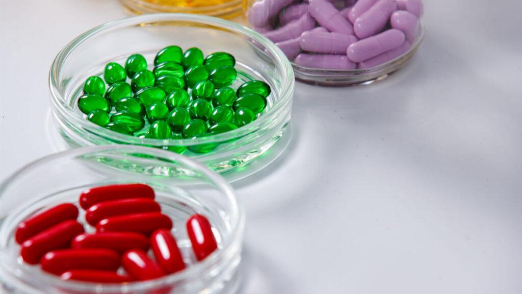 farmaco redujo hospitalizaciones covid moderado