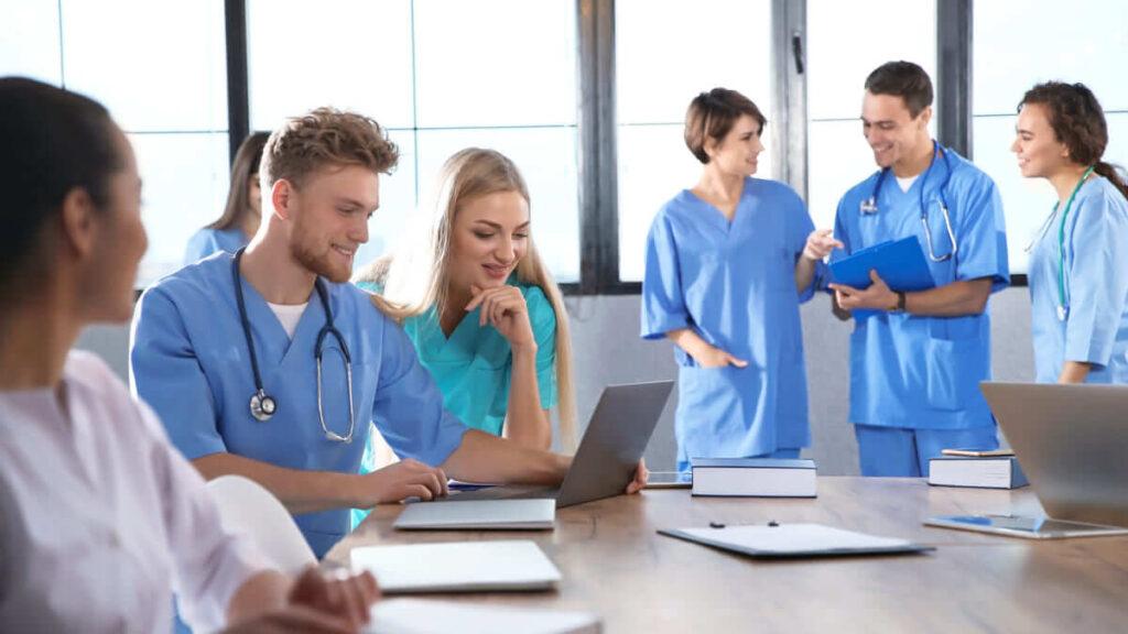 Buscan reglamentar la formación continúa del talento humano en salud- Proyecto de ley