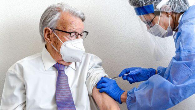 habra tercera dosis mayores 70 años Colombia